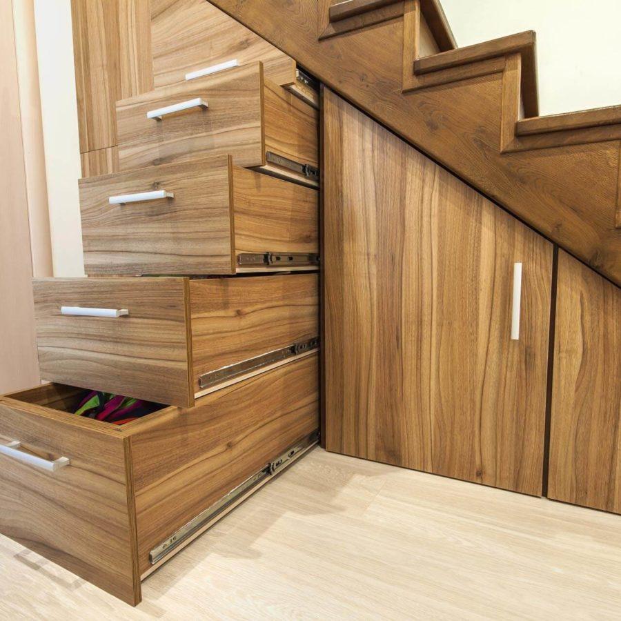 rangement sur mesure sous escalier